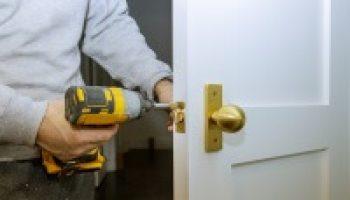 יועז מנעולן מקצוען 24 סיפק שירותי מנעולנות בדירה בתל אביב